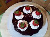 Tarta chocolate, fresa y nata